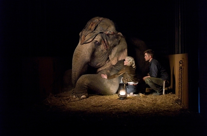 NEW PICS: 2 imagens of Robert Pattinson, Reese Witherspoon, and Tai from Water for Elephants