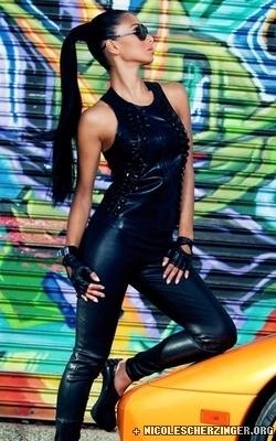 New photoshoot of Nicole in Fabulous magazine (November 2010)