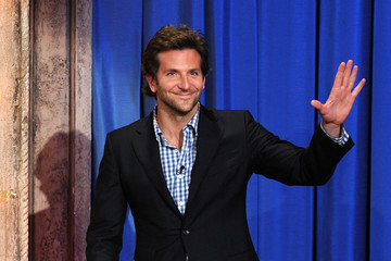 Bradley Cooper 壁纸 with a business suit and a suit entitled On Jimmy Fallon