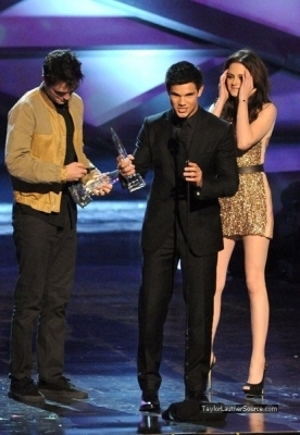 People&#39;s Choice Awards, 2011- Taylor <3