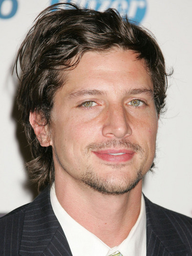 Simon Rex wallpaper containing a business suit and a suit called SIMON REX