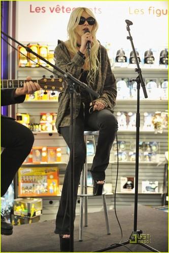 Taylor Momsen: Fnac & Vip Room Shows