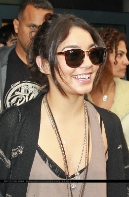 Vanessa Arrives @ Heathrow Airport