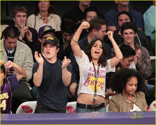 Vanessa Hudgens & Josh Hutcherson: Lakers Are For 爱人