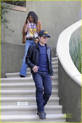 Vanessa Hudgens & Josh Hutcherson: Lakers Are For Влюбленные