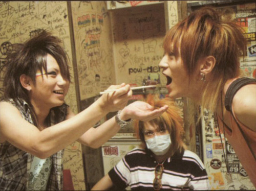 http://images4.fanpop.com/image/photos/20500000/Yomi-Sakito-and-Hitsugi-nightmare-20572074-500-374.jpg