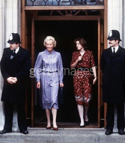 Princess Diana achtergrond probably with a straat entitled diana's mother Frances Shand-kydd