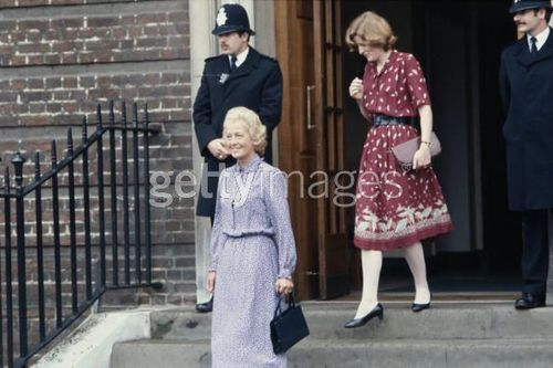princesa diana fondo de pantalla with a business suit titled diana's mother Frances Shand-kydd