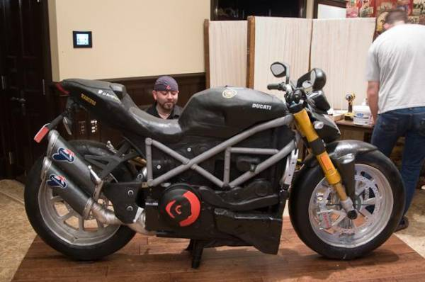 Added By SurferChic Duff And The Motorcycle Cake Photo Ace Of Cakes