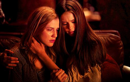 2x19 Elena and Jenna