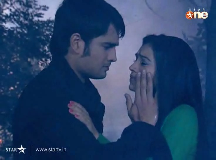 Abhay wipes away piya s tears - Pyaar Kii Ye Ek Kahani by PIALY ...