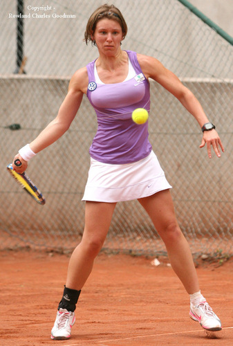 Tennis wallpaper with a tennis racket, a tennis player, and a tennis pro called An-Sophie_MESTACH breast 3