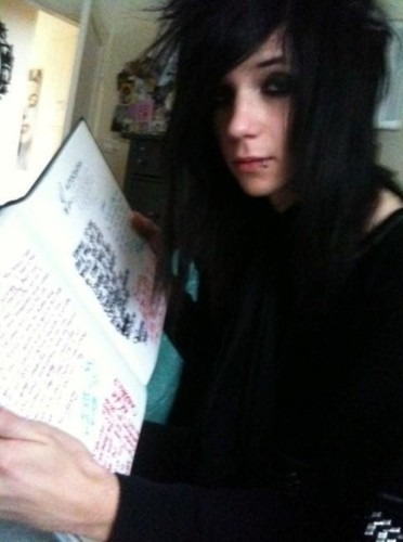 Andy Sixx Hintergrund possibly containing a newspaper called Andy♥