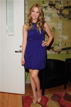 Ashley Benson - The pix morning show - NewYork - 06/12/2010