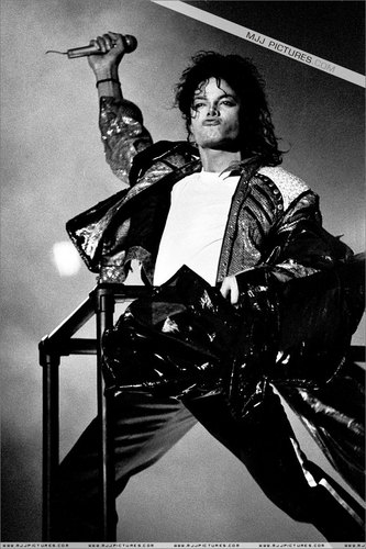 The Bad Era kertas dinding possibly with a jalan and a lectern titled Bad Tour Pictures