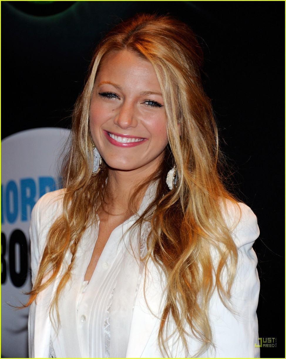blake lively straight hairstyles-11