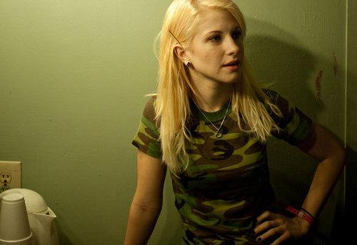 Hayley William's Hair images Bleach Blonde Hair wallpaper ...