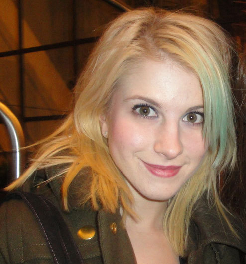 hayley williams paramore blonde. Blonde Hair with Blue Fringe