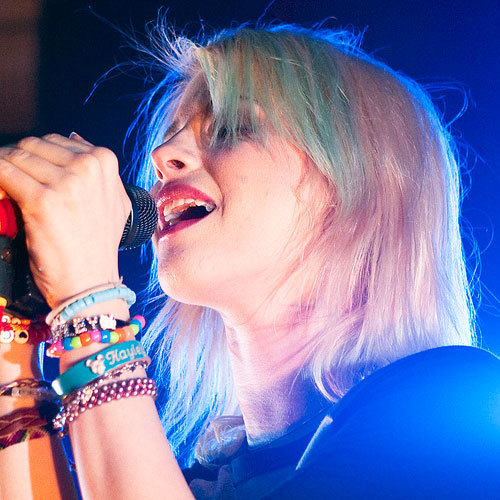 Blonde Hair with Blue Fringe - Hayley William's Hair Photo (20601602 ...