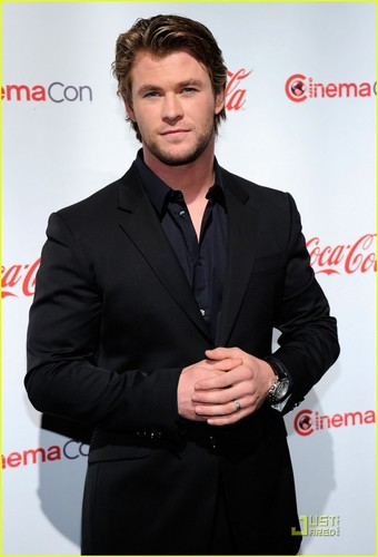 Chris Hemsworth: CinemaCon Awards 2011 - chris-hemsworth Photo