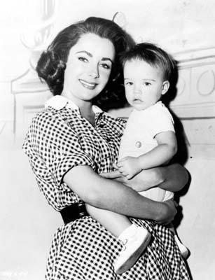 Elisabeth Taylor fond d'écran entitled Elizabeth and her children