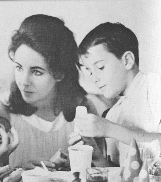 Elizabeth and her children elizabeth taylor photo 20641686