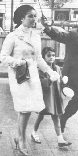 Elisabeth Taylor fond d'écran probably with a rue entitled Elizabeth and her children