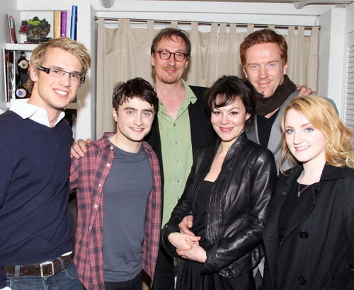 HP cast attend Daniel Radcliffe's 'How to Succeed' Sunday mostrar