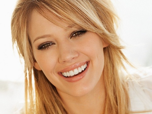 Hilary Duff wallpaper containing a portrait called Hilary Wallpaper ❤