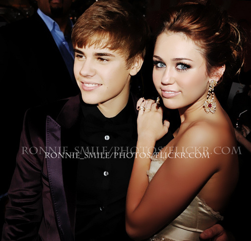 miley dating justin bieber Justin bieber and miley cyrus dating new hook-up photos at beacher's madhouse miley addresses dating rumors in new interview - is she still engaged htt.
