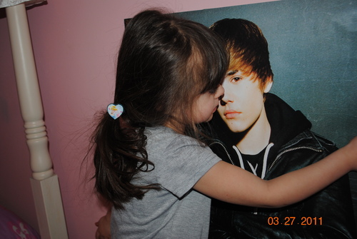 Kailee loves Bieber