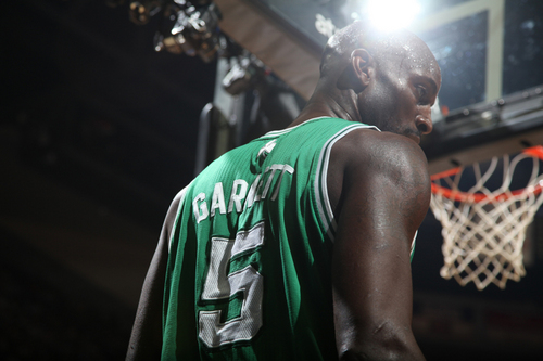 Boston Celtics Hintergrund with a basketball player entitled Kevin Garnett