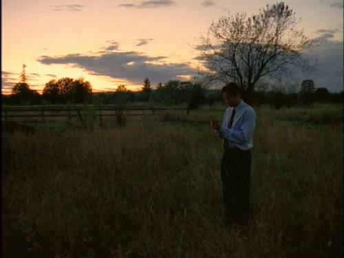 Mulder in 4x05 The Field Where I Died - fox-mulder Screencap