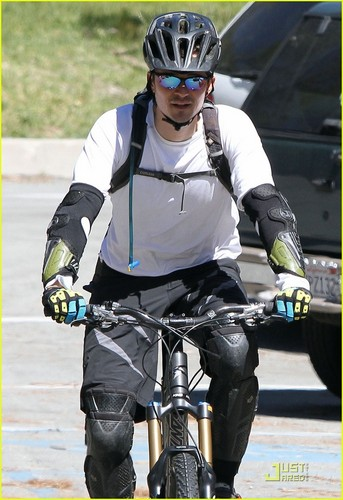 Orlando Bloom Bikes with a Buddy