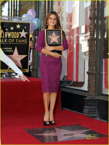 Penélope Cruz wallpaper probably with a street called Penelope Cruz: Hollywood Walk of Fame with Johnny Depp!