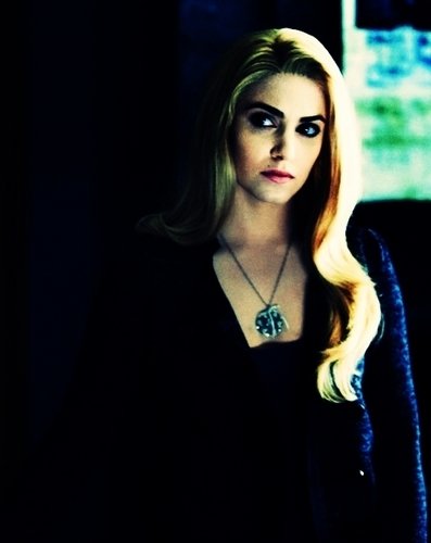 Rosalie Hale fond d'écran possibly with a portrait titled Rosalie