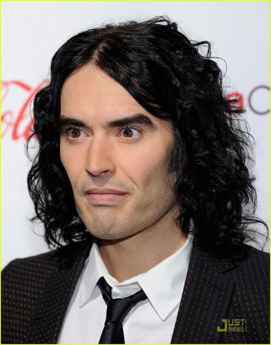 Russell Brand wallpaper containing a business suit called Russell Brand: CinemaCon Awards 2011!