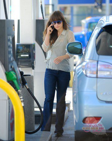 Stopping by a gas station in LA [March 31, 2011]