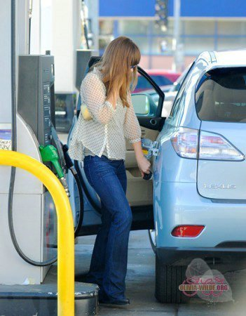 Stopping por a gas station in LA [March 31, 2011]
