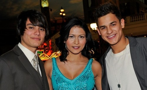 Tinsel Korey, Kiowa Gordon & Bronson Pelletier Celebrate In Las Vegas!