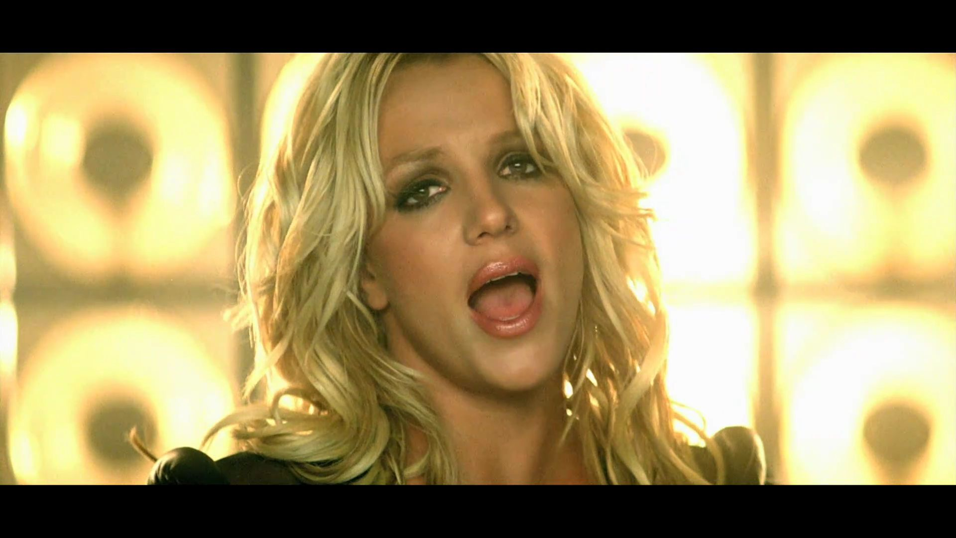 Britney Spears Britney Spears - Till The World Ends - Screencaps