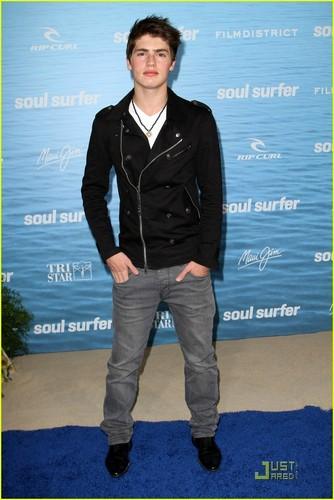 Gregg Sulkin: 'Soul Surfer' Premiere!