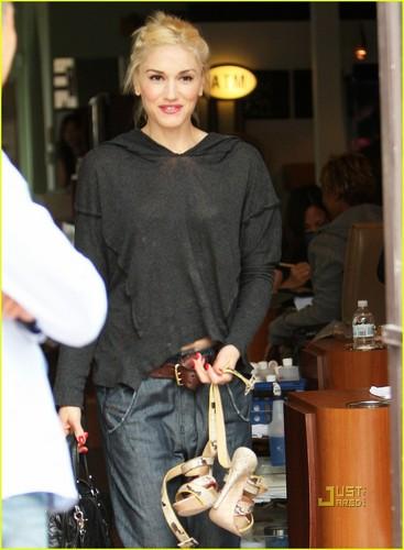 Gwen Stefani: Nail Salon on Saturday