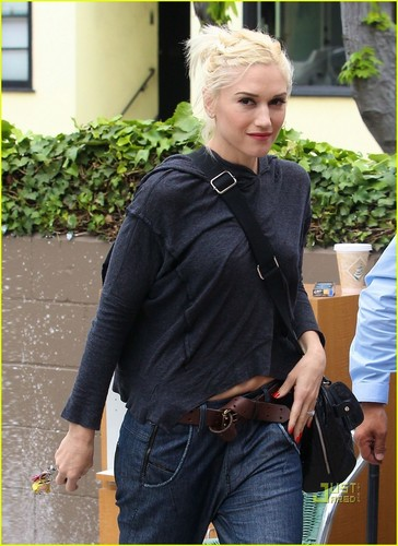 Gwen Stefani: Nail Salon on Saturday