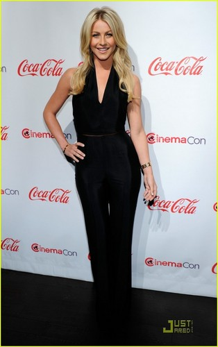 Julianne Hough: CinemaCon's Rising estrela of 2011