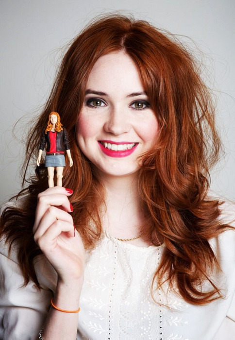 Amelia G. O'Connor Karen-with-action-figure-karen-gillan-20744839-484-700