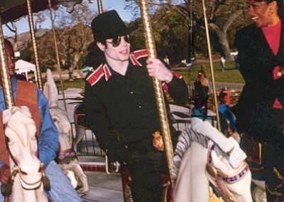 Dangerous era achtergrond entitled MICHAEL JACKSON!!!!!!!:)