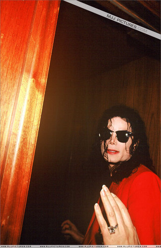 Dangerous era 바탕화면 containing sunglasses called MICHAEL JACKSON!!!!!!!:)