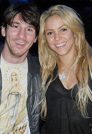 Messi! He conceal Shakira adultery with Jesus on a overhemd, shirt !!!!!