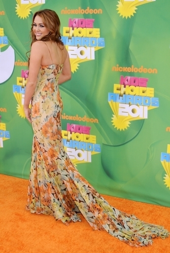Miley Cyrus @ Kids' Choice Awards (2nd April 2011)